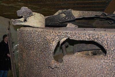 Longues-sur-mer gun damage