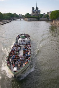 Tourist boat and Notre Dame