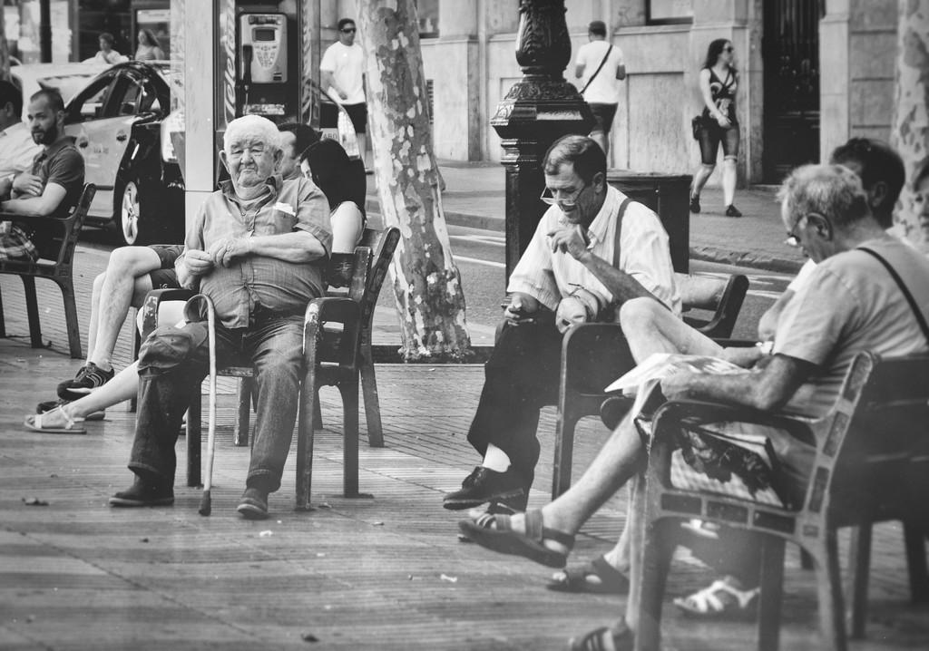 The old guys watching La Rambla