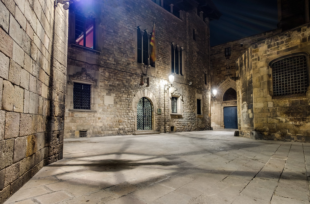 Strolling around the tiny streets of the old gothic quarter