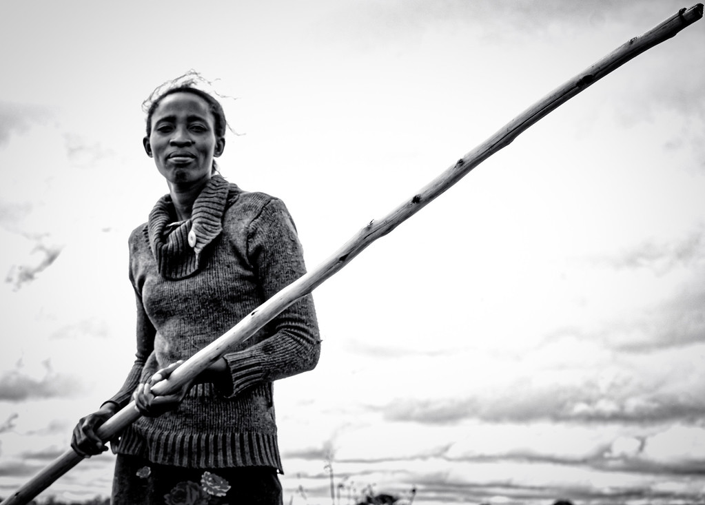 Who needs men to pole row a canoe