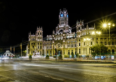 Fuente de La Diosa Cibeles with the Palacio de Cibeles in the background