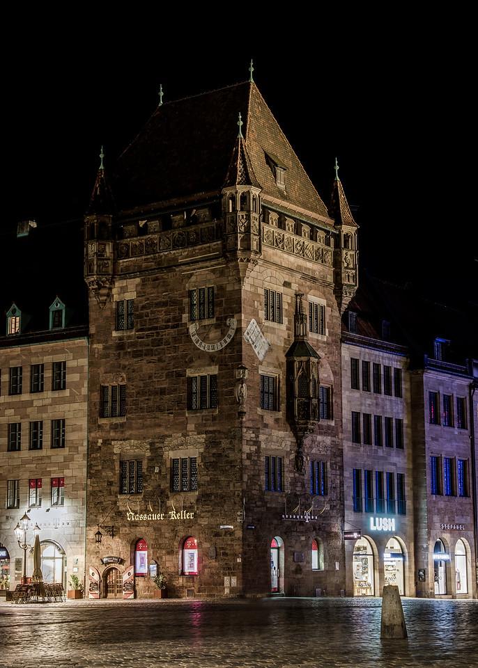 Nuremberg / Nürnberg at night - The Nassauer House