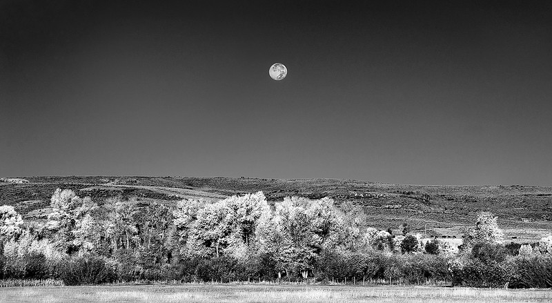 WYOMING MOON SET