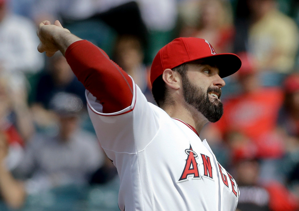 . Los Angeles Angels starting pitcher Matt Shoemaker throws against the Detroit Tigers during the first inning of a baseball game in Anaheim, Calif., Wednesday, June 1, 2016. (AP Photo/Chris Carlson)