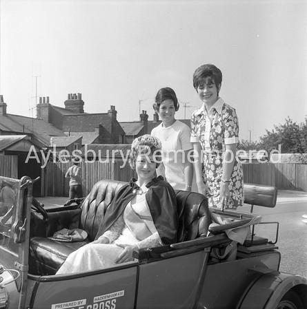 Carnival in Dunsham Lane, July 1971