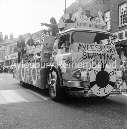 Carnival in High Street, July 1971