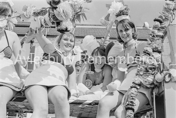 Carnival in Buckingham Road, July 1973