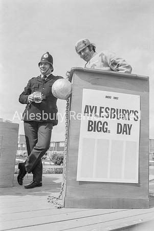 Carnival in Dunsham Lane, July 1974