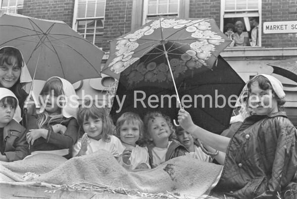 Carnival in High Street, July 1975