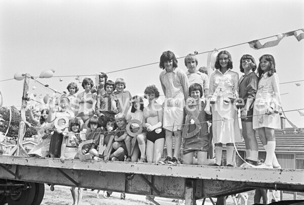 Carnival in Dunsham Lane, July 1976