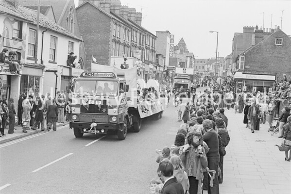 Carnival in High Street, July 1978