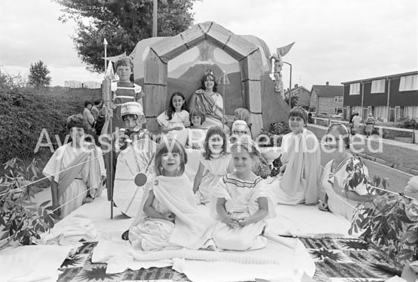 Carnival in Dunsham Lane, July 1980