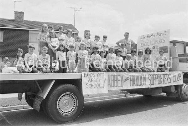 Carnival in Dunsham Lane, July 1982