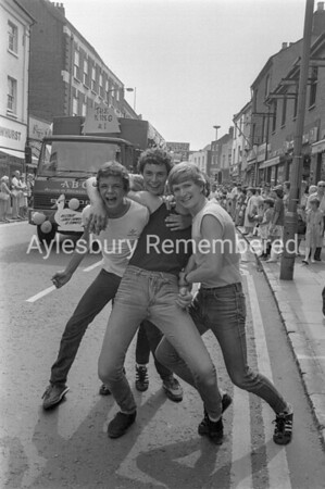 Carnival in High Street, July 1983