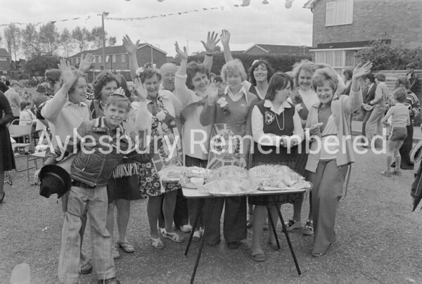 Hanover Close Jubilee party, June 1977