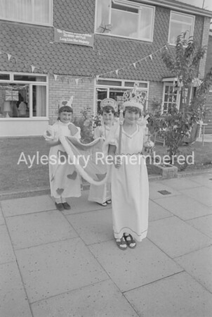 Hawthorn Close Jubilee party, June 1977