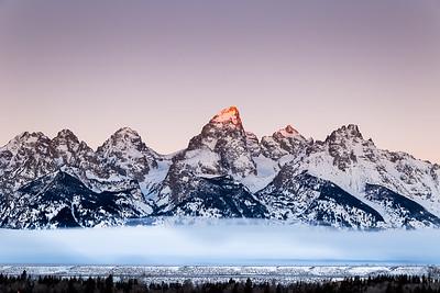 Sunrise over the Grand Teton Peak