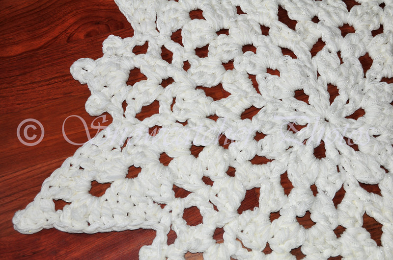 "<a href=""http://www.snowcatcher.net/2011/02/snowflake-monday_28.html"" target=""_blank"">Ice Mountain Snowflake Rug</a>"