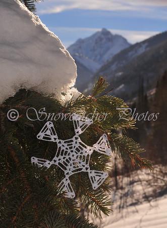 "<a href=""http://www.snowcatcher.net/2010/12/snowflake-monday_27.html"" target=""_blank"">Pyramid Snowflake</a>"