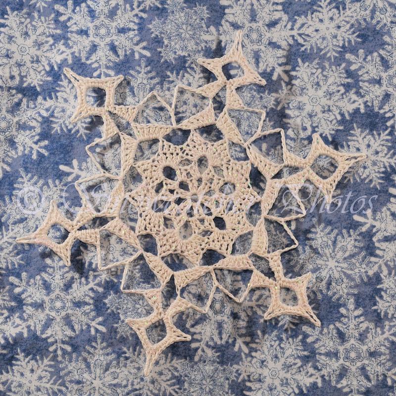 "<a href=""http://www.snowcatcher.net/2011/03/snowflake-monday_28.html"" target=""_blank"">Snowmass Mountain Snowflake</a>"