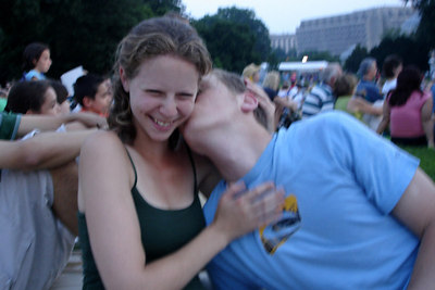 Rob giving Emily a kiss - Washington, DC ... July 3, 2006 ... Photo by Dermot Maher