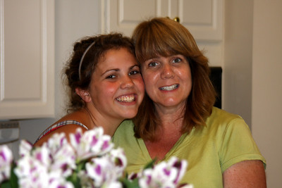 Leah and Wendy - Phoenixville, PA ... August 17, 2008 ... Photo by Rob Page Jr.