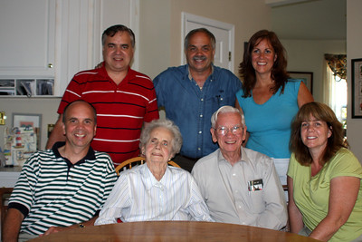 Betty and Bob with their children - Phoenixville, PA ... August 17, 2008 ... Photo by Rob Page III