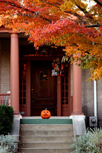 A lonely pumpkin - Washington, DC ... October 31, 2008 ... Photo by Rob Page III
