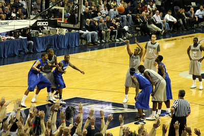 Chris Wright puts up a free throw in the first half - December 13, 2008 ... Photo by Rob Page III