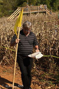 Dad makes his way through the corn at the Corn Maze in the Plains - The Plains, VA ... October 10, 2010 ... Photo by Rob Page III