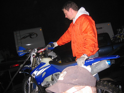 jon checking out gene's sweet new 450
