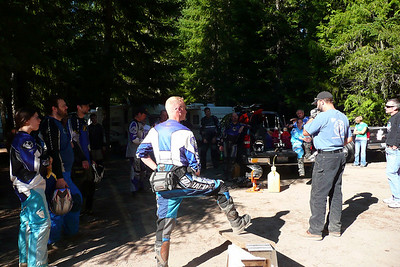 don gives the riders meeting