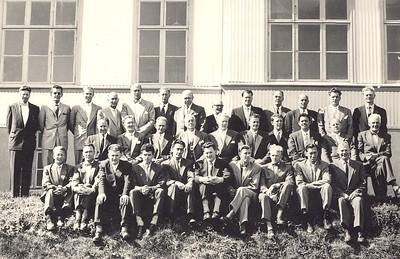 43. Ársþing ÍSÍ MA, Akureyri 26.-27. júní 1957  fremsta röð: Guðjón Ingimundarsson Óskar Ágústsson Sigurgeir Guðmann. Sigurður Helgason Hermann Guðm. Hörður Jóhannesson Þórhallur Guðjónsson Böðvar pétursson Guðsveinn Þorbjörnsson Gunnar Már Pétursson  miðröð: Bragi Kristjánsson Guðjón Einarsson Ármann Dalmann Ben G. Waage Jens Guðbjörnsson Árni Árnason HSÍ Brynjólfur Ingólfsson Jón Magnússon Hermann Stefánsson  aftasta röð: Jón F. Hjartar Bogi Þorsteinsson Yngvi R. Baldvinsson Gísli H. ? Þórarinn Sveinsson Guðmundur Sveinbjörnsson Einar Kristjánsson Lárus Árnasson ? Þórir Þorgeirsson Axel ? Kjartan B Guðj.