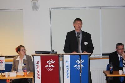 Formannafundur ÍSÍ, 23. nóvember 2012 í Íþróttamiðstöðinni í Laugardal. Gunnar Bragason gjaldkeri ÍSÍ í pontu.