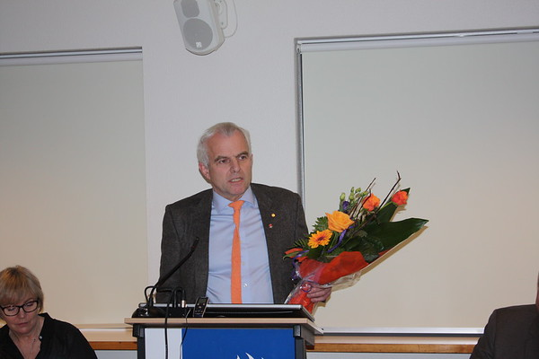 Formannafundur ÍSÍ, haldinn 14. nóvember 2014 í Íþróttamiðstöðinni í Laugardal. Haraldur Þórarinsson fyrrverandi formaður LH, sæmdur Gullmerki ÍSÍ í upphafi fundarins.