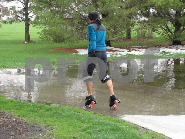 A little water did not stop the hardy bunch of Dakota City roller bladers from participating.
