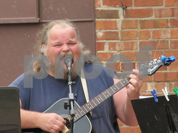 Chip Evans entertains at the Eagles 45th Anniversary Celebration.