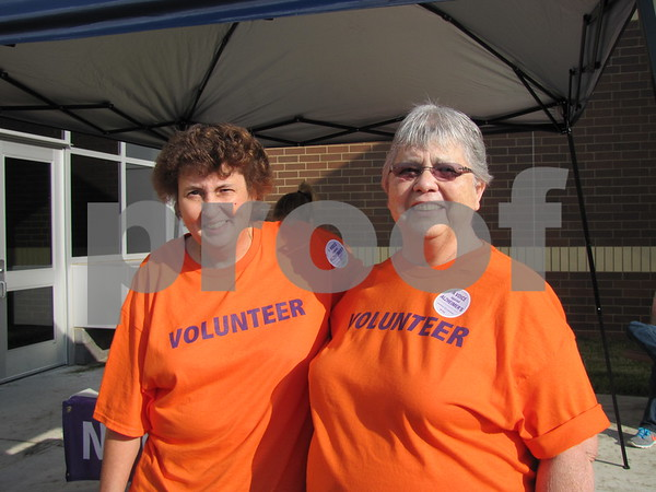 Volunteers Chris Buffington and Lillian Jones