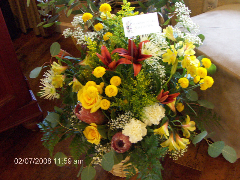 Ruth did this arrangement for Victor and Family.