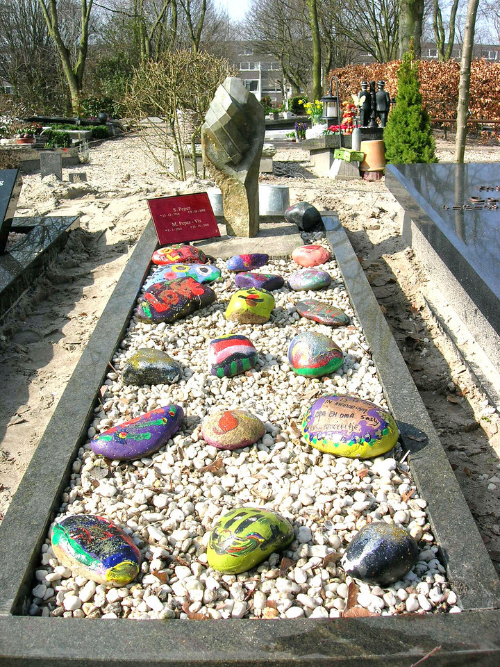 the grave of opa and oma Peper in march 2010, stones created by the family