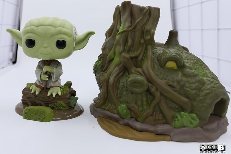 Dagobah Yoda w/Hut