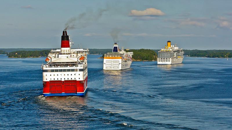 Heavy traffic in Furusundsleden in Stockholm archipelago