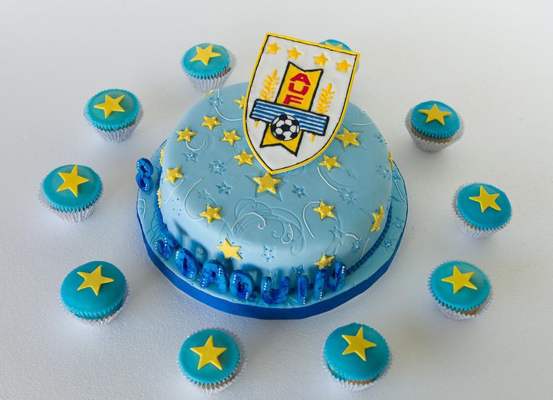 AUF, Asociación Uruguaya de Futbol. Muffins de vainilla decorados con glasé.