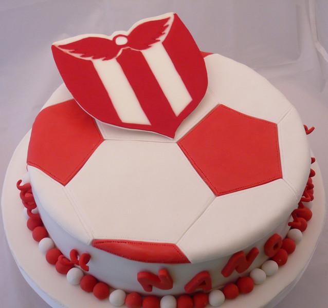 Torta de River Plate - Uruguay, escudo realizado en pastillaje y glase.