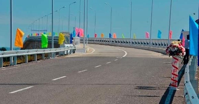 New concrete road open for use in Don Khong