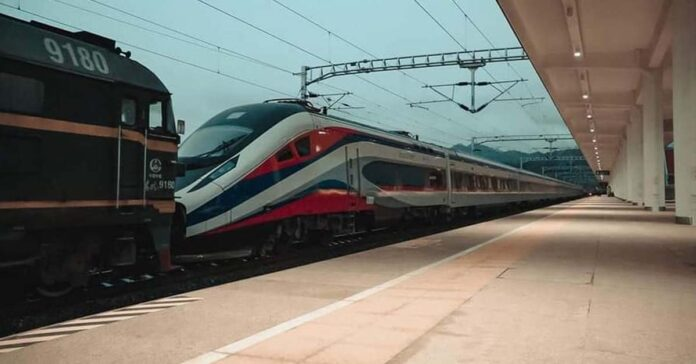 Historic moment as first passenger train along Laos-China railway arrives in Laos