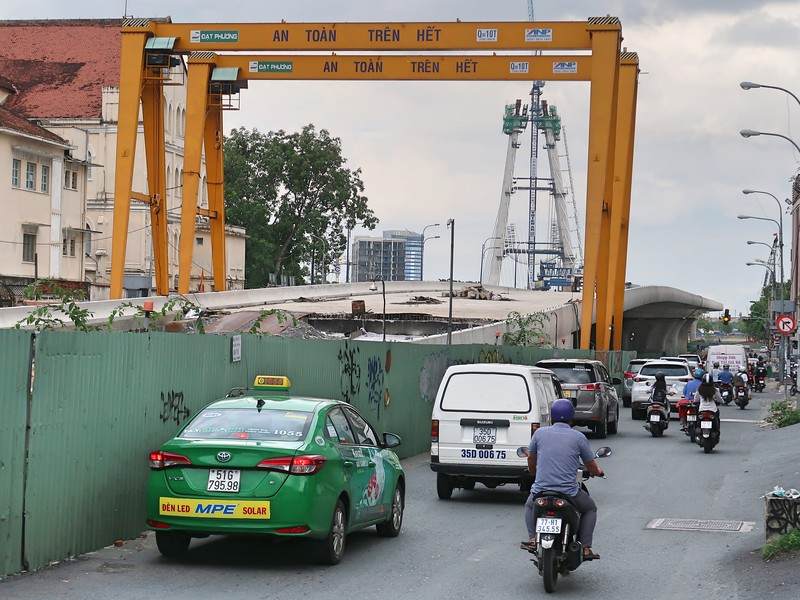 Road works on Ton Duc Thang