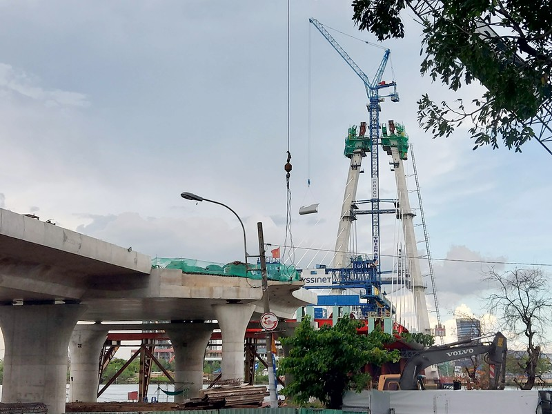 Work recommenced on the Thu Thiem 2 Bridge