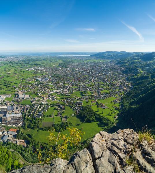 Breiter Berg mit Blick auf Dornbirn